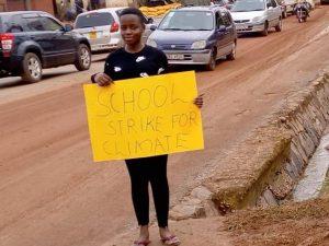 Leah, la Greta d'Africa che sciopera da otto mesi in Uganda