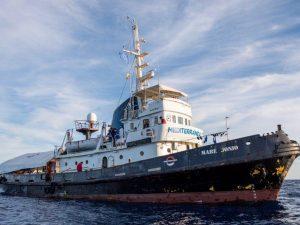 Migranti, è stata sequestrata la nave Mare Jonio: multa da 300mila euro per la Ong Mediterranea