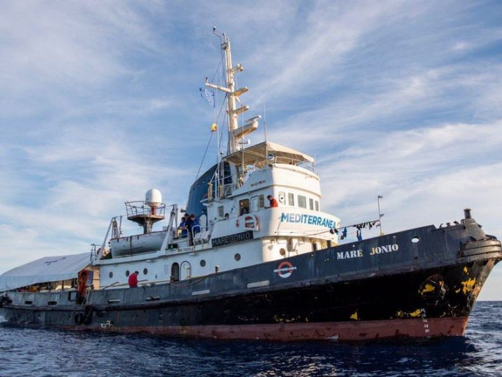 Sbarco a Pozzallo per i 25 naufraghi dell'Etienne dopo 40 giorni di incubo