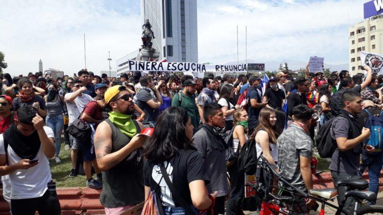 Grande Manifestation le long de l'Alameda, l'avenue principale de Santiago du Chili