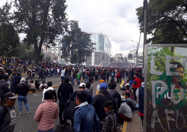 """Manifestanti a Quito: """"Resteremo finché non ci sarà una soluzione""""."""