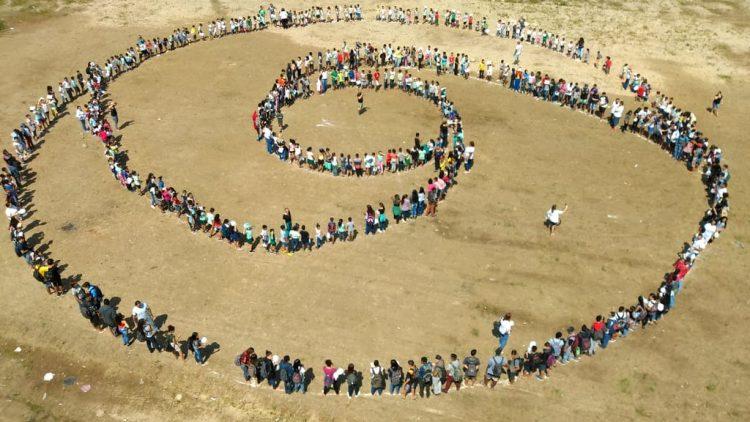 Foto: Símbolo Humano realizado na EE Parque dos Sonhos, em Cubatão SP