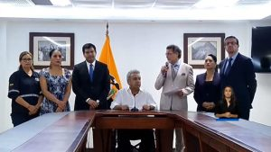 Presidente de Ecuador decreta 'toque de queda' en «áreas aledañas a edificaciones estratégicas»