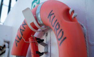 I migranti salvati dalla Alan Kurdi sbarcano a Pozzallo