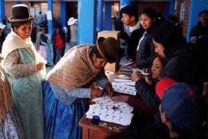 Bolivia expectante por resultados preliminares de elecciones
