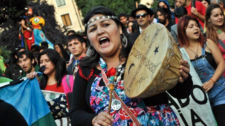 Cile: Mapuche durante la grande protesta contro il governo Pinera