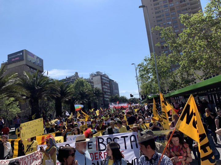 """Ciudadanía chilena se manifestó nuevamente en multitudinaria marcha por la consigna """"NO+AFP"""""""