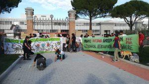 Protesta dei Fridays for Future di fronte alla Leonardo di Campi Bisenzio