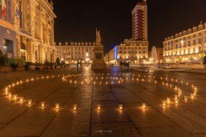 Simbolo della nonviolenza in piazza Castello a Torino