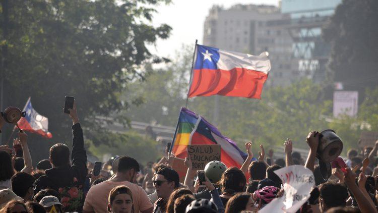 Überall auf der Welt finden Solidaritätskampagnen zur Unterstützung des chilenischen Volkes statt, das unter sozialer Ungleichheit und repressiver Politik seiner neoliberalen Regierung leidet und sich dagegen mobilisiert.