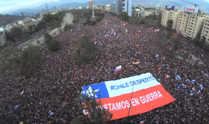 La movilización ciudadana termina con el toque de queda en Chile
