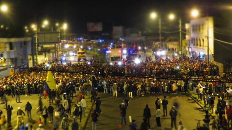 Movimiento Indígena entrando a Quito por el sector de Calderón, al norte de la ciudad.