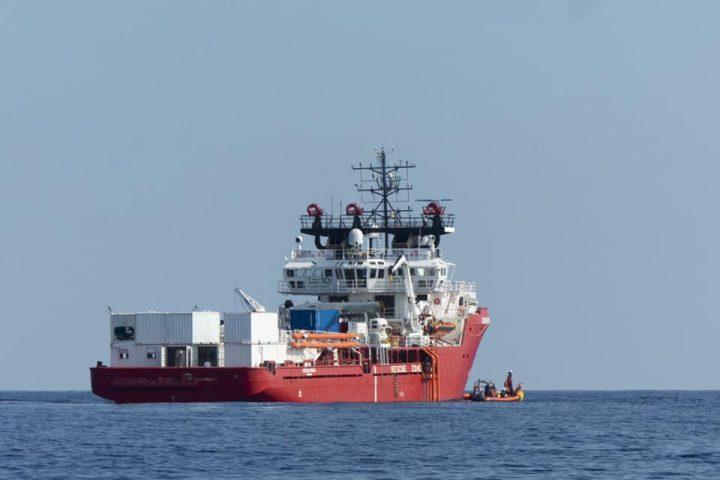 Sbarco a Pozzallo per i migranti salvati dalla Ocean Viking e dalla Alan Kurdi. 15 soccorsi da Open Arms