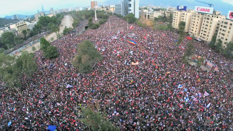 Auf allen Kontinenten gehen die Menschen auf die Straßen und fordern eine humanere Gesellschaft