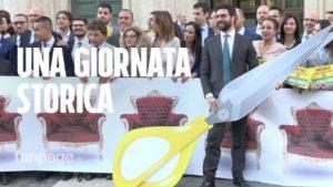 Piazza Montecitorio, fuori Extinction Rebellion per il flash mob del Movimento5stelle