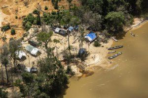Projeto do governo de ampliar mineração ameaça 30% das terras indígenas do país