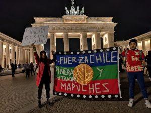 Solidaritätskundgebung vor dem Brandenburger Tor für Chile