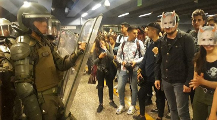 Chile: Mass evasion in the Santiago Metro, widespread demonstrations in the capital and declaration of a state of emergency