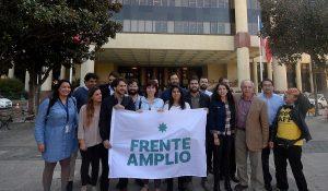 """Frente Amplio llama a Blumel a conversar y adelantan """"propuesta de plebiscito que permita a la ciudadanía decidir los caminos"""""""