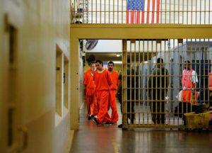 La represión como negocio: Militarización fronteriza, niños migrantes y cárceles, caja para los amigos de Trump