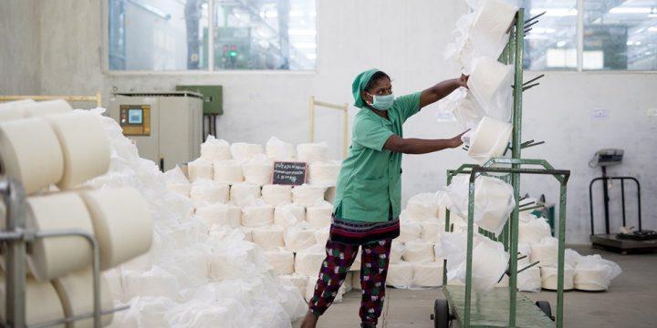 Bruxelles: achACT denuncia lo sfruttamento delle lavoratrici Uzbeke e Indiane