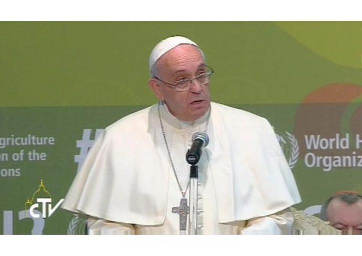 """Un mondo di malnutriti, affamati e sovrappeso. Per il Papa """"è crudele e paradossale"""""""