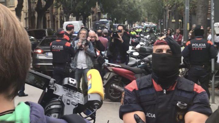 Barcellona: violenza intollerabile contro i professionisti dell'informazione
