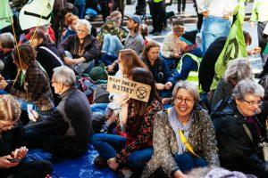 La protesta de Extinction Rebellion en Londres continúa a pesar de las medidas de prohibición. El periodista George Monbiot fue arrestado