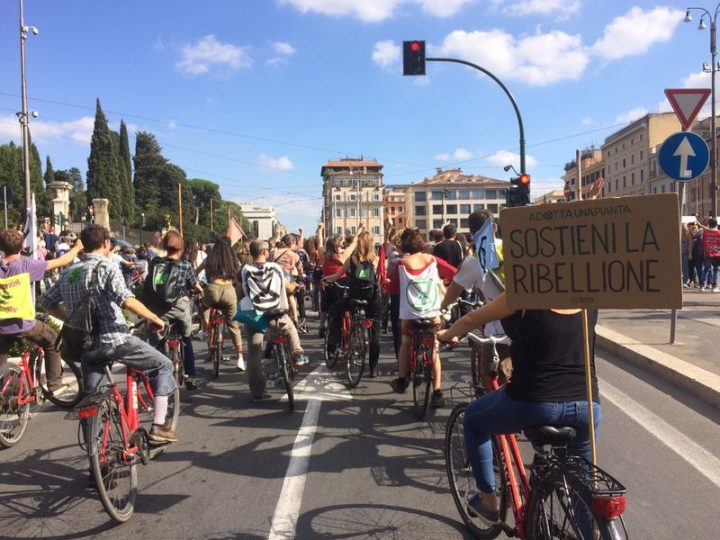 Roma: in azione la Rebel Ride di Extinction Rebellion