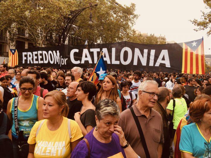 """Tausende von Katalanen nehmen an den """"Märschen für die Freiheit"""" teil"""
