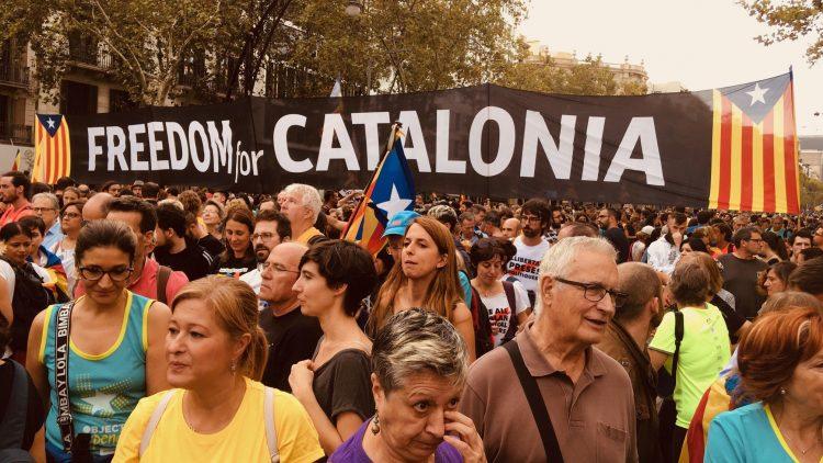 Friedliche Massendemonstrationen in Katalonien bringen 500.000 Menschen zusammen