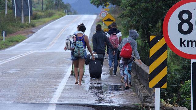Na esperança de voltar, venezuelana luta contra barreiras e burocracia no Brasil