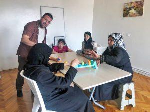 Refugiado sirio abre clínica en Turquia para ayudar a refugiados deficientes
