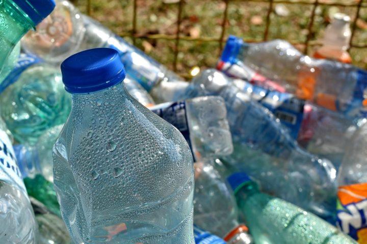Greenpeace: Plastic Tax giusta, ma mancano incentivi alle alternative