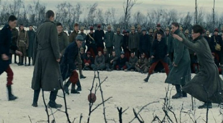 Joyeux Noel, un film ispirato alla tregua di Natale del 1914, quando fraternizzarono soldati tedeschi e inglesi. Seguirono fucilazioni di massa da ambo le parti.