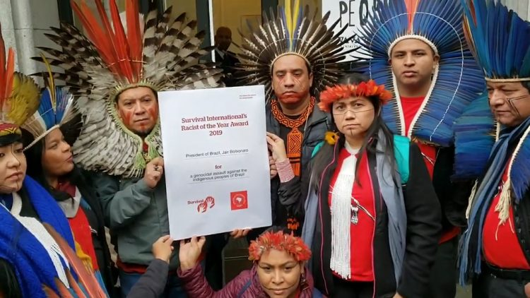 """Der Preis """"Rassist des Jahres"""" der indigenen Völker Brasiliens geht an Jair Bolsonaro"""