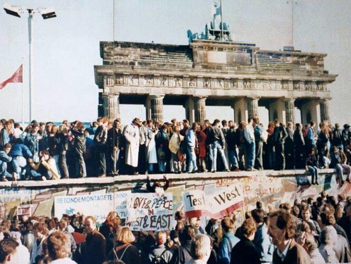 Mur de Berlin, 9 novembre 1989 : une moitié du monde tomba sans guerres ni violence