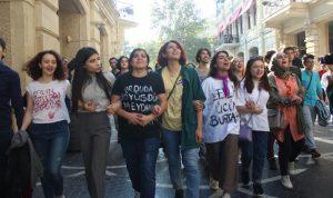 Para protestar contra violencia doméstica, mujeres de Azerbaiyán toman las calles y las redes sociales