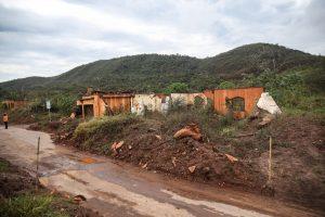 Perícia lista problemas em escolas de área afetada por lama da Samarco