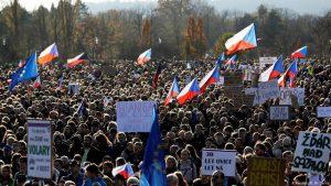 250.000 Menschen demonstrieren in Prag