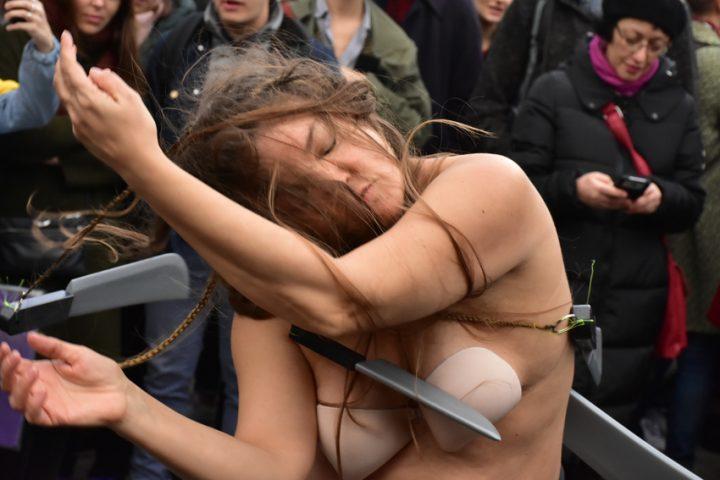 Performance: mujeres con cuchillos
