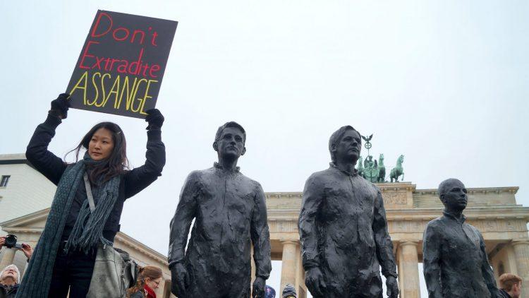 Wir dürfen Julian Assange nicht sterben lassen