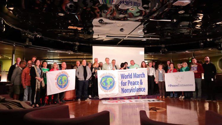 Des organisations d'ICAN se réunissent sur le Bateau de la Paix à Barcelone