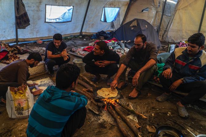 Bosnia: Picchiati, al freddo, bloccati al confine. Nessun essere umano dovrebbe vivere così