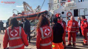 Open Arms sbarca a Taranto, salvi 62 migranti