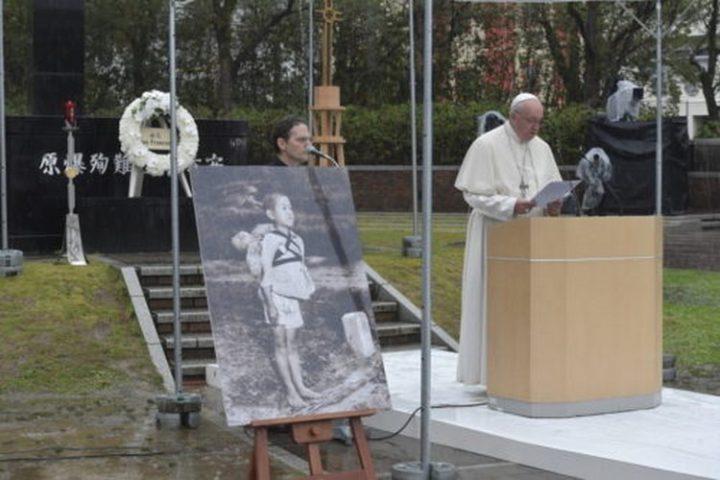 """A Hiroshima et Nagasaki, le Pape François s'est insurgé contre la dissuasion nucléaire, jugeant sa logique """"perverse"""" et """"immorale""""."""