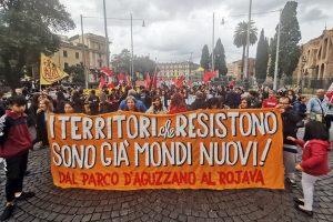 In 20.000 per le strade di Roma, per dire no alla paura, no alla sporca guerra di Erdoğan in Siria del Nord