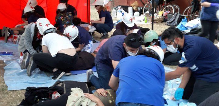Los voluntarios de la salud durante las manifestaciones chilenas