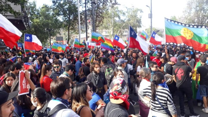 Santiago LIVE: Thousands of people gather spontaneously