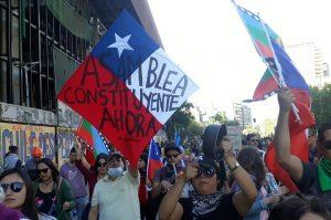 Encuesta Termómetro Social de octubre: Un 80% cree necesario cambiar la Constitución chilena